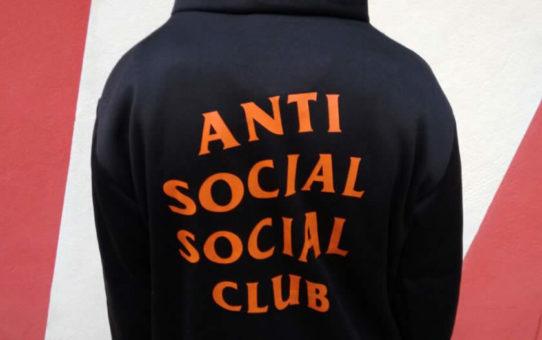 Moletom Anti Social Social Club x Undefeatdinc - Paranoid (collab) - Preta com Capuz